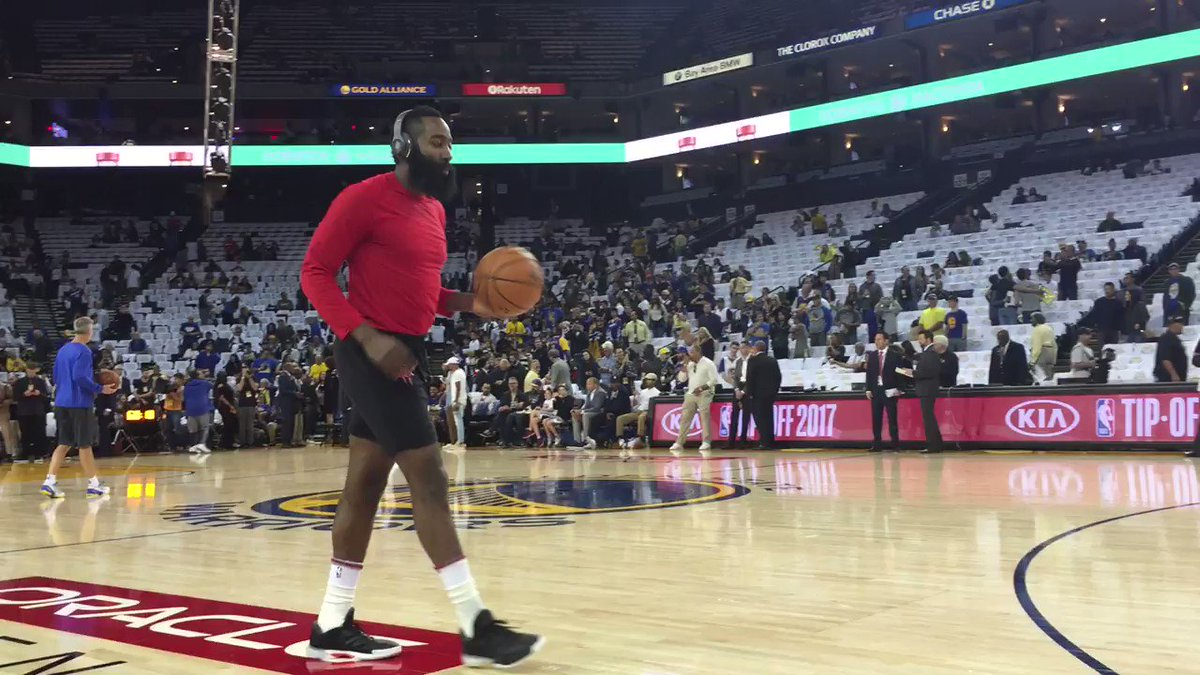 James Harden gets loose for season-opening #Rockets action at Golden State on @NBAonTNT! #KiaTipOff17 https://t.co/wlPXydV4NI
