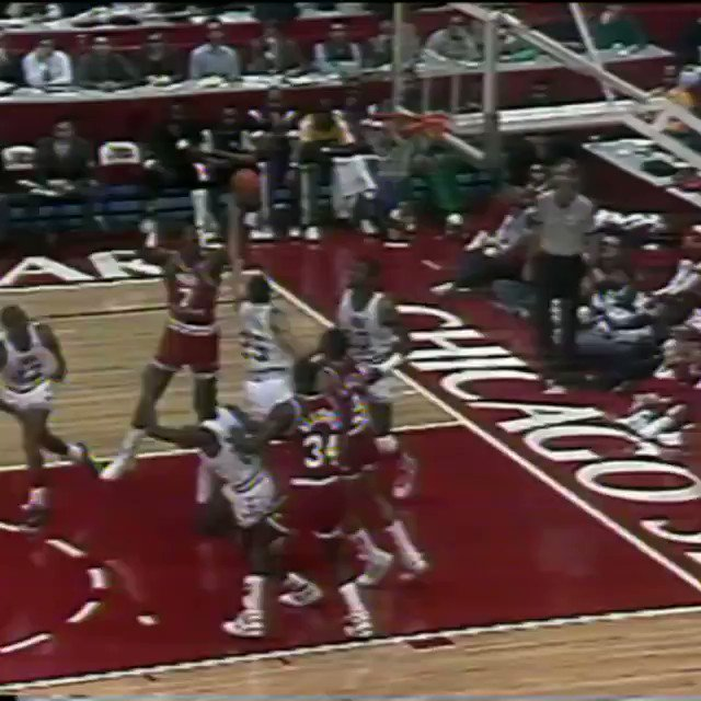 1988 #NBAAllStar Chicago Friday Flashback...   @MagicJohnson no-looks it to @DR34M! https://t.co/5043cwxZ2m