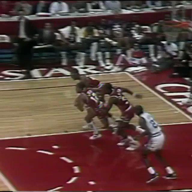 1988 #NBAAllStar Chicago Friday Flashback...   @MagicJohnson again to @DR34M! https://t.co/tXdhnSqv4j