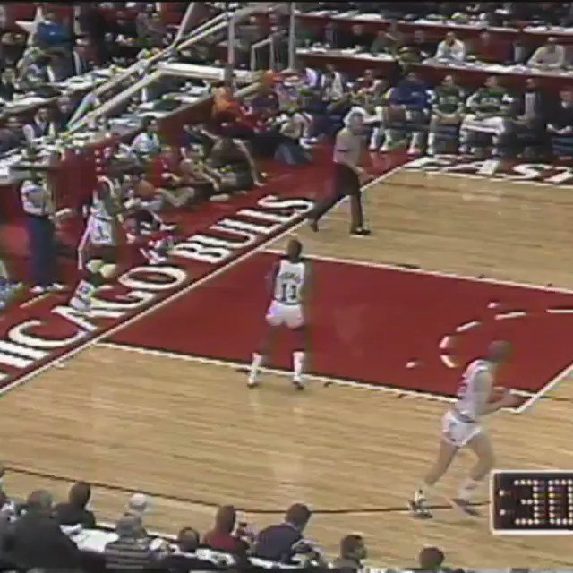 1988 #NBAAllStar Chicago Friday Flashback...   @iamisiahthomas tosses it up to Michael Jordan! https://t.co/oRURZgpWiP