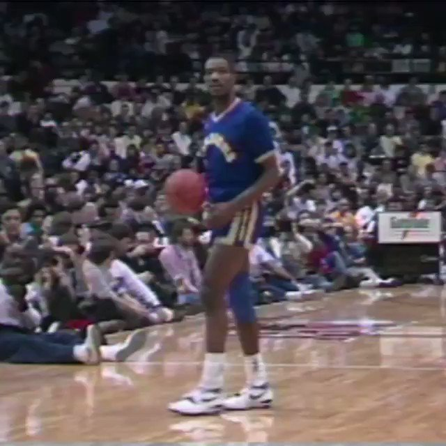 1988 #NBAAllStar Chicago Friday Flashback...   Relive the EPIC 1988 Slam Dunk Contest! https://t.co/s0pZpDxPky