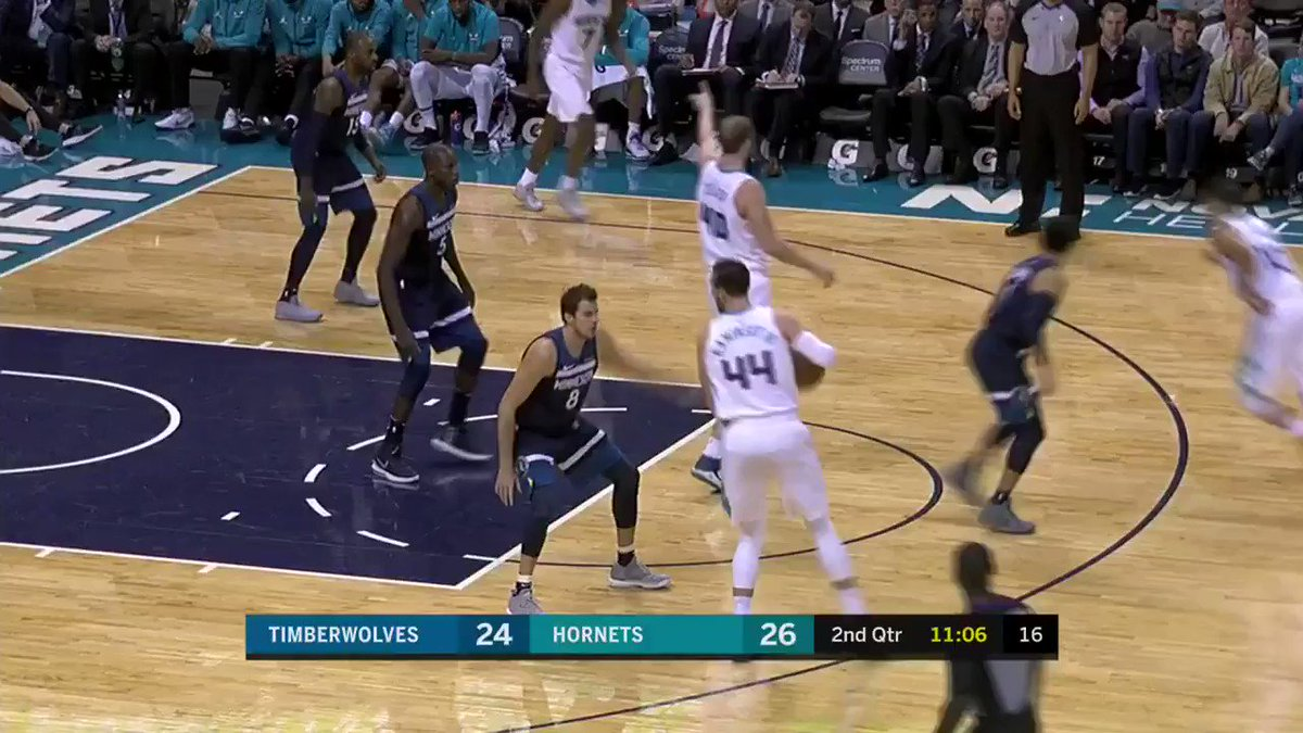 Jeremy Lamb with the crafty finish!  @Hornets have 55-52 over @Timberwolves at the half on League Pass. https://t.co/F0nJQgLYjt