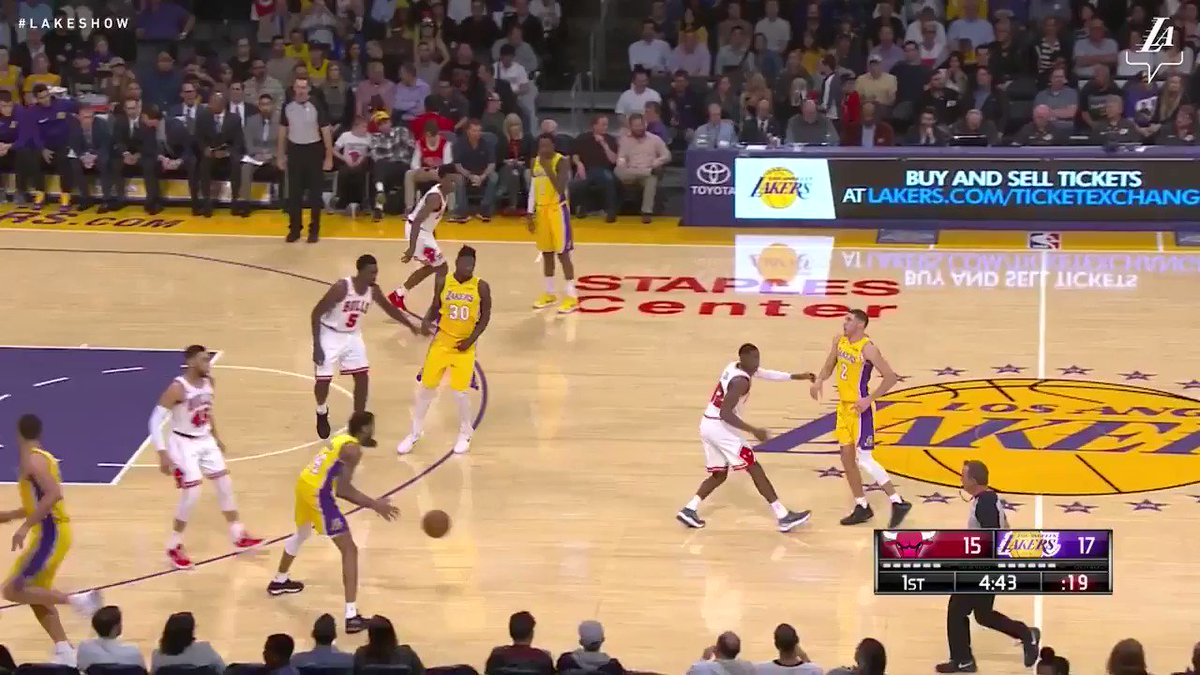 RT @Lakers: Ingram throws it up and Lonzo throws it down! #LakeShow (📺: @SpectrumSN, @spectdeportes, NBA TV) https://t.co/O3w8gdxN1b