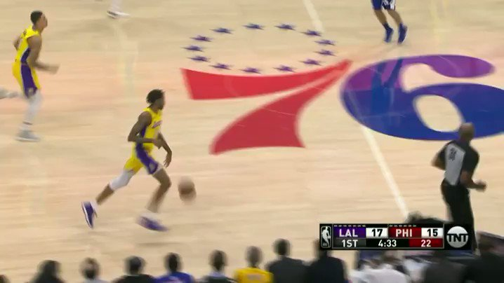 Brandon Ingram with the blow by and the reverse!  After Q1 on @NBAonTNT:  @Lakers 32 / @sixers 25 https://t.co/Hu5r6C5j8q