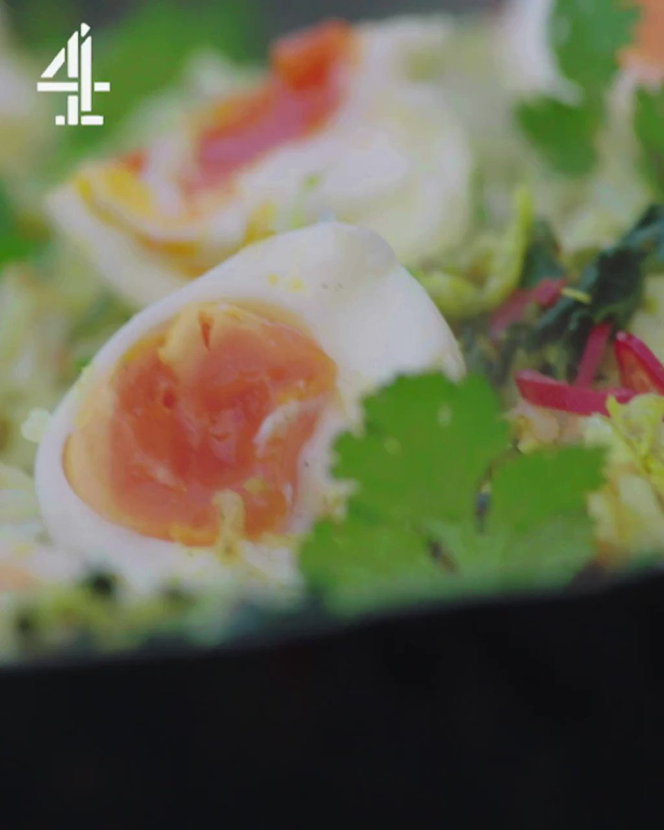 A cracking Kedgeree that will get your weekend off to an incredible start! #FridayNightFeast TONIGHT @Channel4 8pm. https://t.co/qH413smEtt