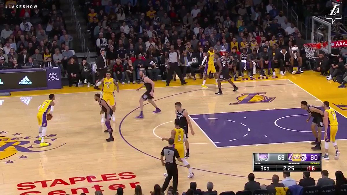 Unselfish play by Kyle Kuzma as Junior slams it home #NBAVote (��: @SpectrumSN, @spectdeportes, & NBA TV) https://t.co/AyYpLOPuKI