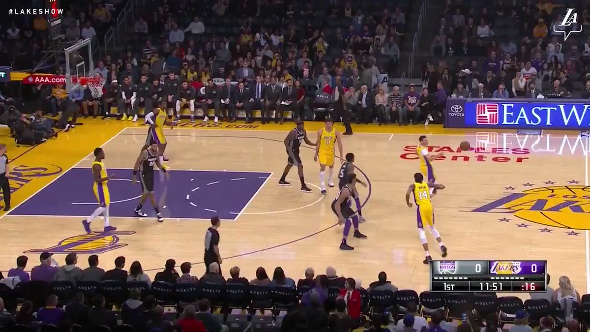 �� Lonzo Ball finished with 5 points, 11 assists, 11 rebounds, and 5 steals tonight against Sacramento #NBAVote https://t.co/Pa4PHDKF1n