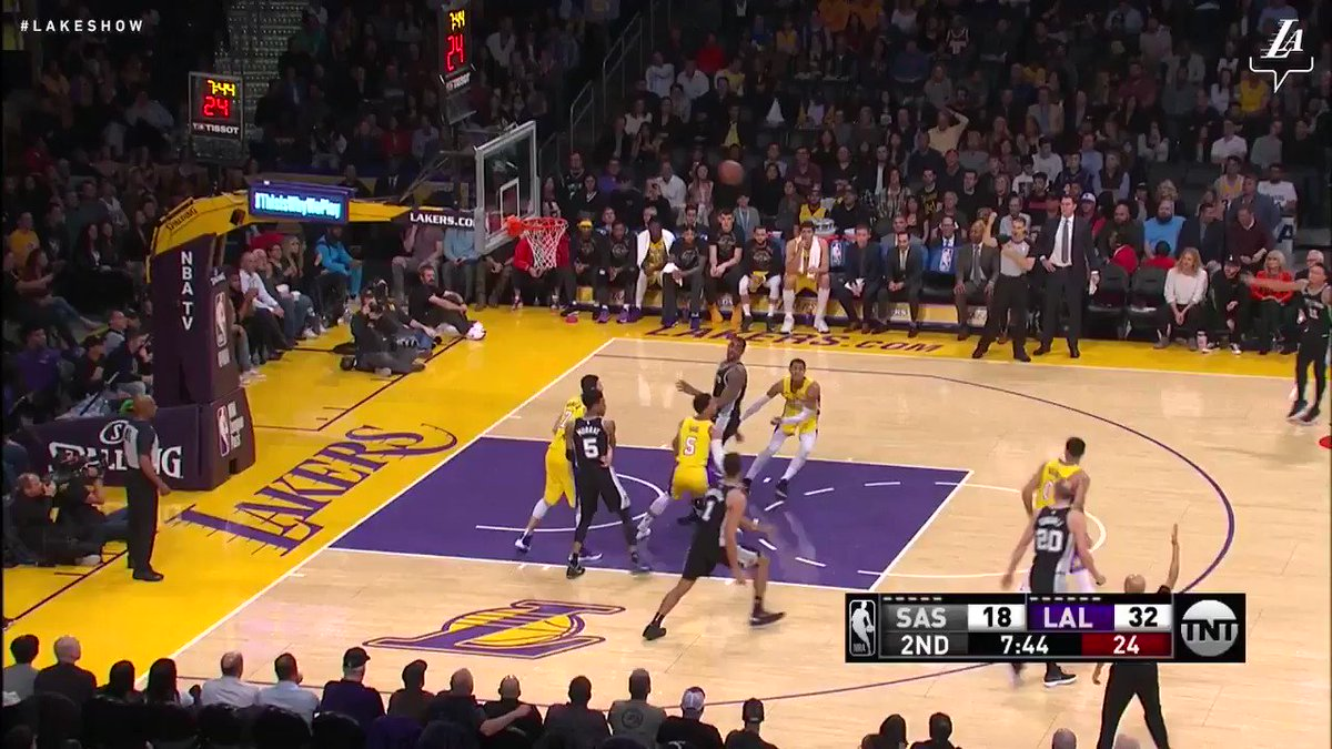 JC with a nice pass up the court to Lonzo Ball for the slam #NBAVote (��: TNT) https://t.co/SgVnWqq7Uj