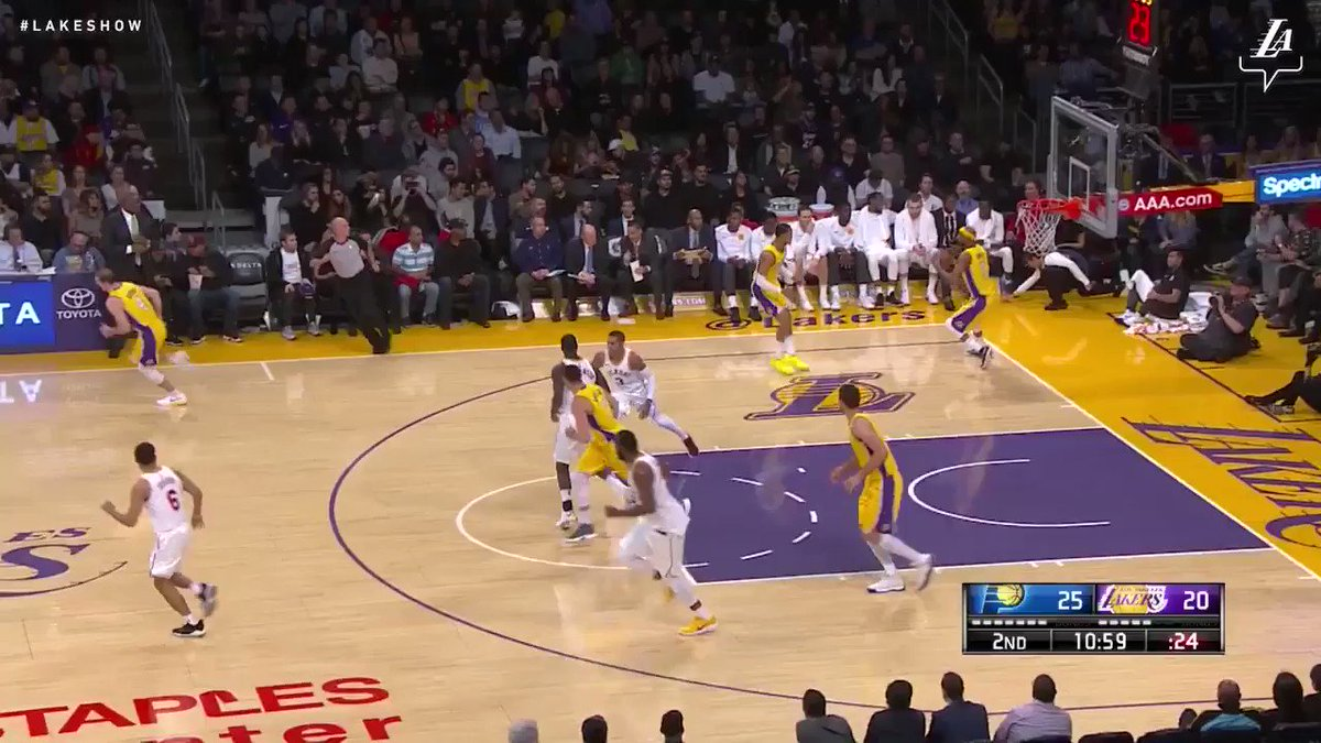 Larry Nance Jr. again! This time on the lob from Clarkson #LakeShow (��: @SpectrumSN & @spectdeportes) https://t.co/gSPWNpGGbX