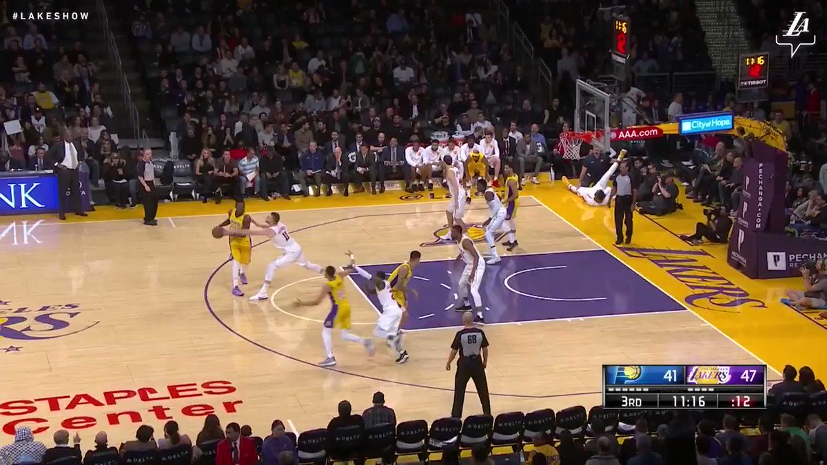 Julius drives through the lane and powers it home! #LakeShow (��: @SpectrumSN & @spectdeportes) https://t.co/101I8l2rOg