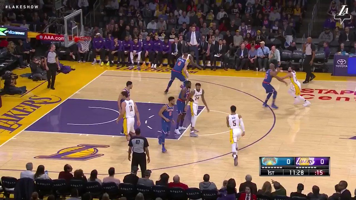 Julius goes baseline and slams it home to put the Lakers on the board #LakeShow (��: @SpectrumSN & @spectdeportes) https://t.co/em4I3ftdDT