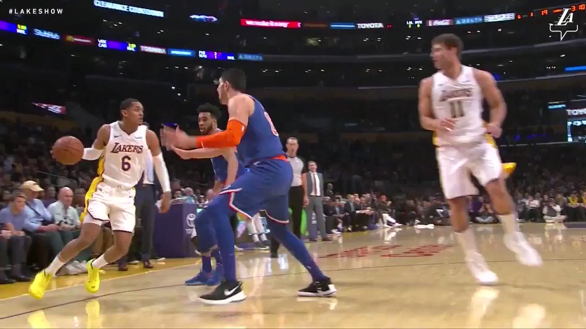 Clarkson picks up where he left off on Friday with a one-handed slam #LakeShow (��: @SpectrumSN & @spectdeportes) https://t.co/xEFgw0sfJA
