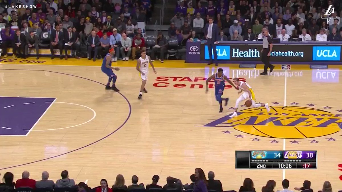 Alex Caruso splits the defense and finishes through contact #LakeShow (��: @SpectrumSN & @spectdeportes) https://t.co/gG1CbIIN1u