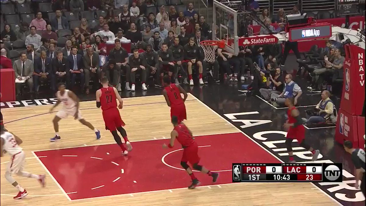 Dame rattles home the triple to get things going for #PlayersOnly on @NBAonTNT! https://t.co/CJ7ODhR3b6