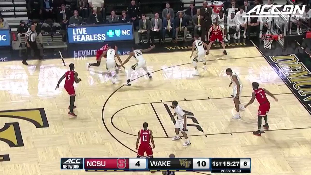 🗣️ABDUL-MALIK ABU WITH THE HALF-COURT HEAVE FOR @PackMensBball! https://t.co/G2fGp5pz0x