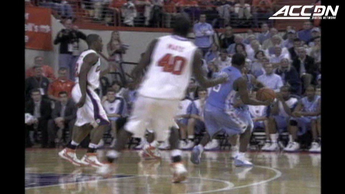 Where do you think #3PointContest contestant Wayne Ellington learned to shoot 3⃣s? Cc: @UNC_Basketball 😏 https://t.co/Mj4kVsXF1P