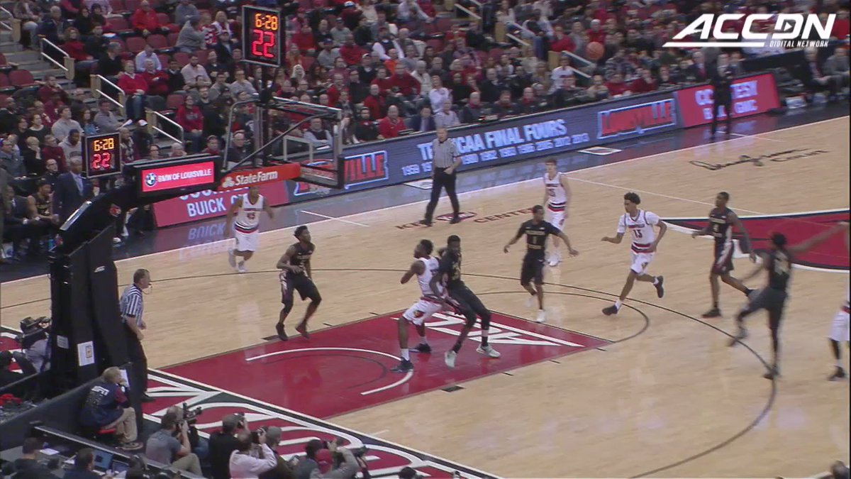 Donovan Mitchell's in the #VerizonDunk Contest and we're having serious déjà vu from his time at @LouisvilleMBB! https://t.co/0f3DGCafl6