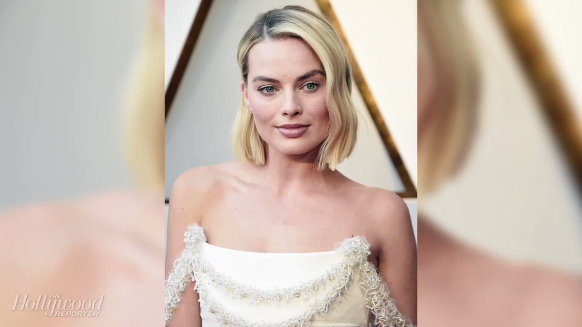 .@MargotRobbie walked the Oscars red carpet in Chanel