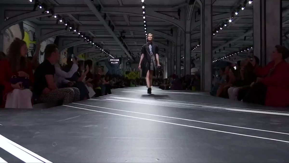 Prada shares soar due to demand in China. More video: https://t.co/JxEBLwmUmJ https://t.co/ngCgfgyrNi