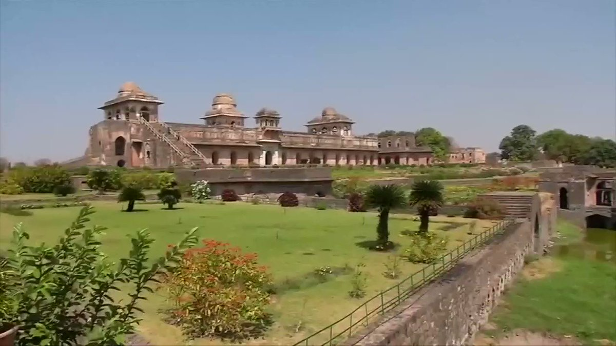 Hillary Clinton sees the sights while in India for a private visit. More video: https://t.co/JxEBLwmUmJ https://t.co/d7IUquGhSb