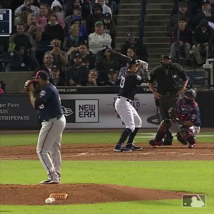 No-look pickoff? This is crazy! �� https://t.co/8LCb1Mx0JM