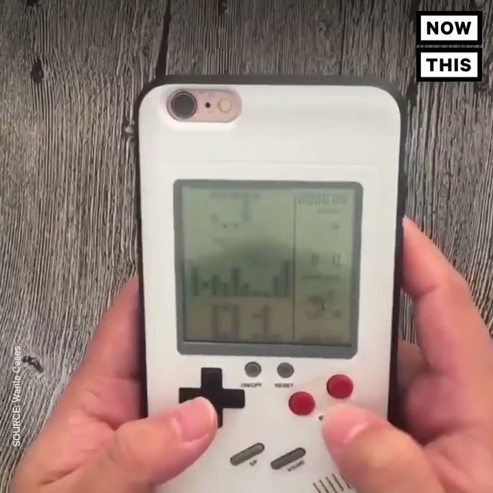 This iPhone case is basically a working Gameboy https://t.co/Q80JHEmJ1Z