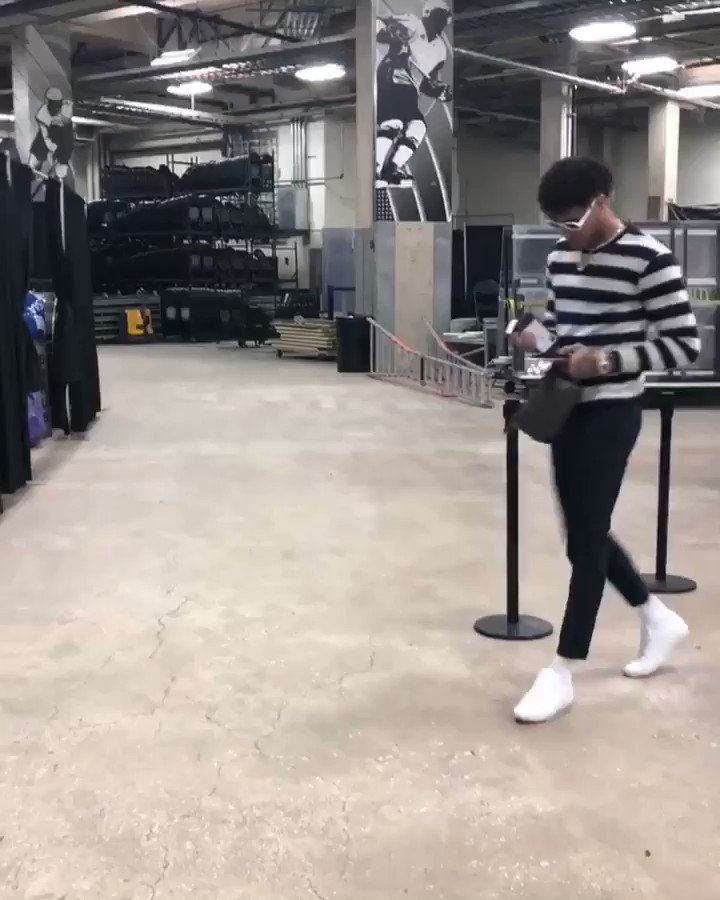 #NBAStyle  Kelly Oubre Jr. arrives for work in San Antonio!  #DCFamily / #GoSpursGo - 9:30pm/et on @ESPNNBA https://t.co/PKHuHGab9U