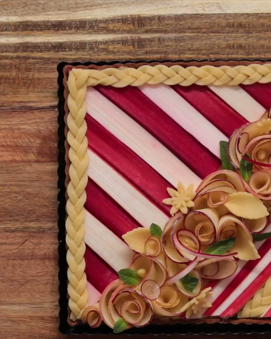 Give your pie the edge this weekend with this simple pie decorating tip! https://t.co/0TnWVksumS https://t.co/9pJBWZFEF4