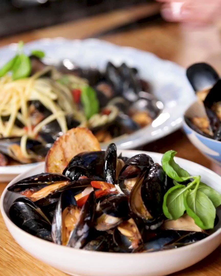 Jamie's ANGRY mussels - 3 ways! How will you serve yours?! https://t.co/gVl3uYljuv