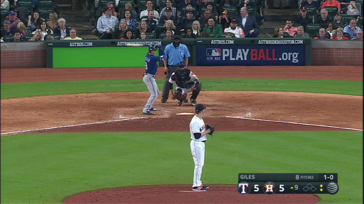 Amazing how routine @JoseAltuve27 makes this look. https://t.co/TYLLD3ATQP
