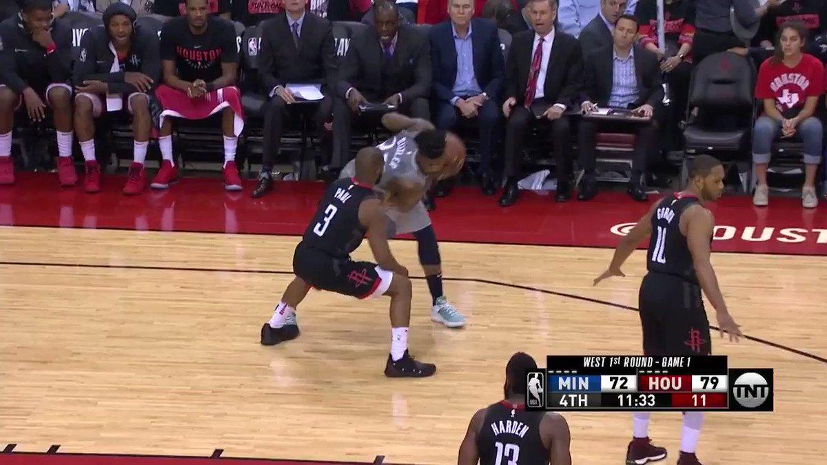 Andrew Wiggins feeds Jamal Crawford!  #AllEyesNorth @NBAonTNT https://t.co/pZCZEoZd5S