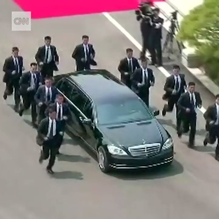 Kim Jong-un heading to lunch with 12 jogging bodyguards makes for a strangely hypnotic video clip. https://t.co/iMY9YfzGxJ