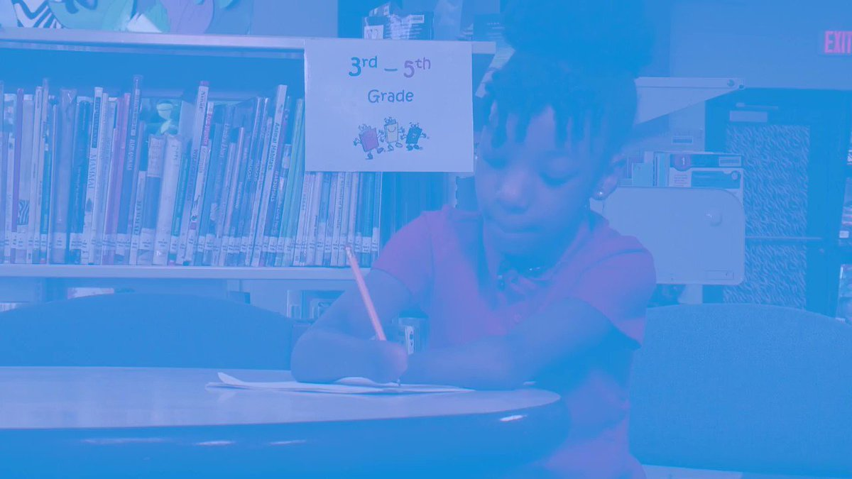 AMAZING!! This girl in the third grade born with no hands received an award for her cursive writing https://t.co/T1k3dSk8hO