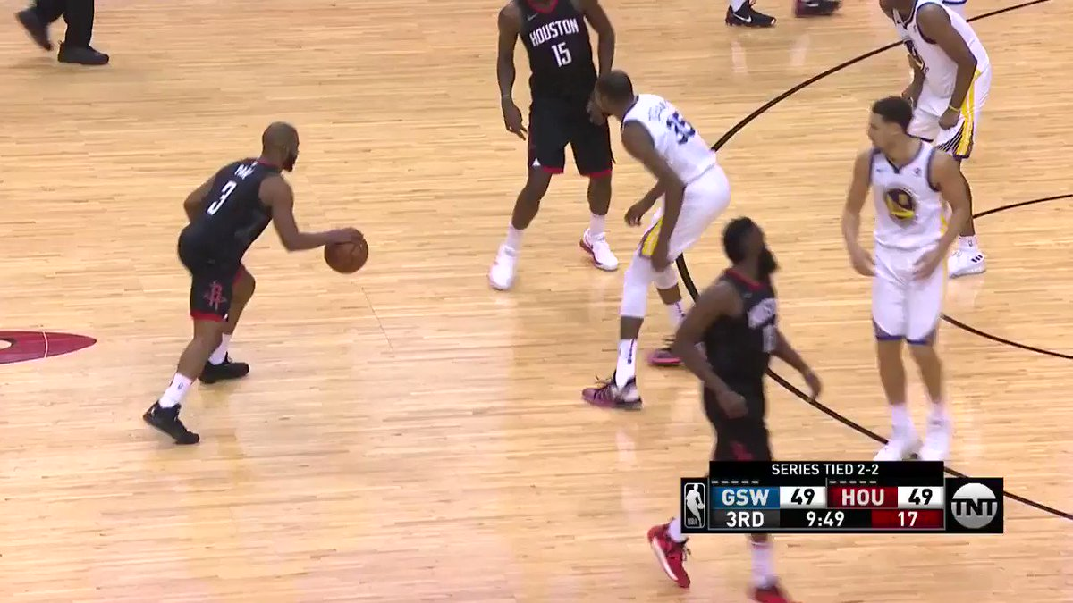 Chris Paul steps back for the LONG 3!  #Rockets @NBAonTNT https://t.co/i8nNH0UCDY