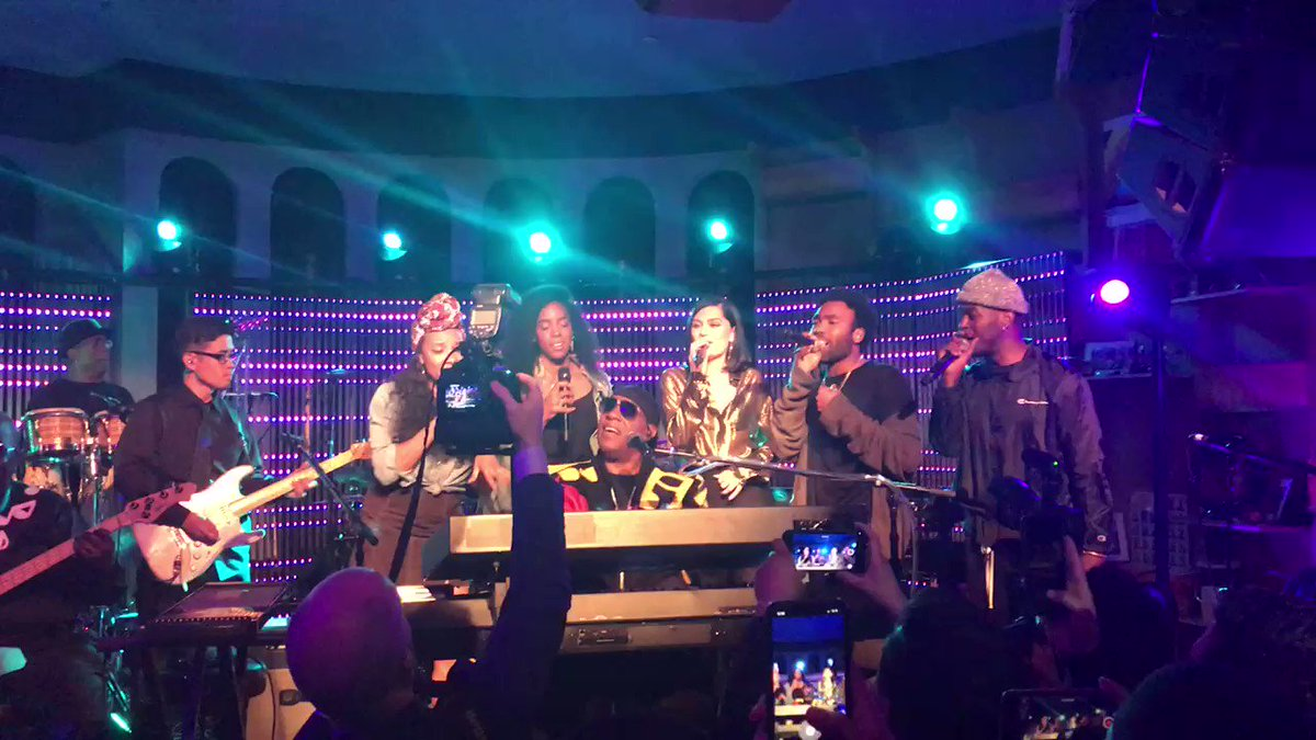 #FBF to that time we boogie and sung with the legendary Stevie Wonder! Now that I can dance, dance, dance... ????????❤️???? https://t.co/W03NR3nuPO