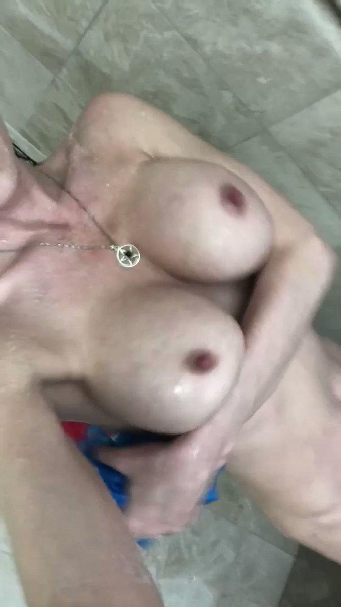 Happy #TittyTuesday m1TKzcHTl4