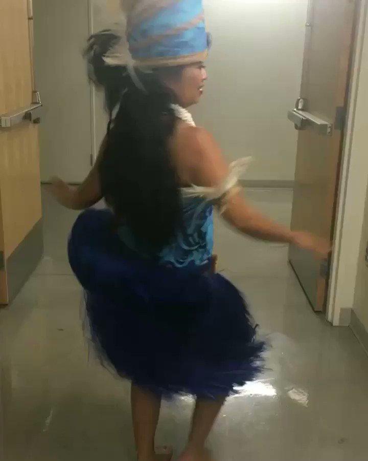 A little Tahitian dance for you! 79mmrwhKeb