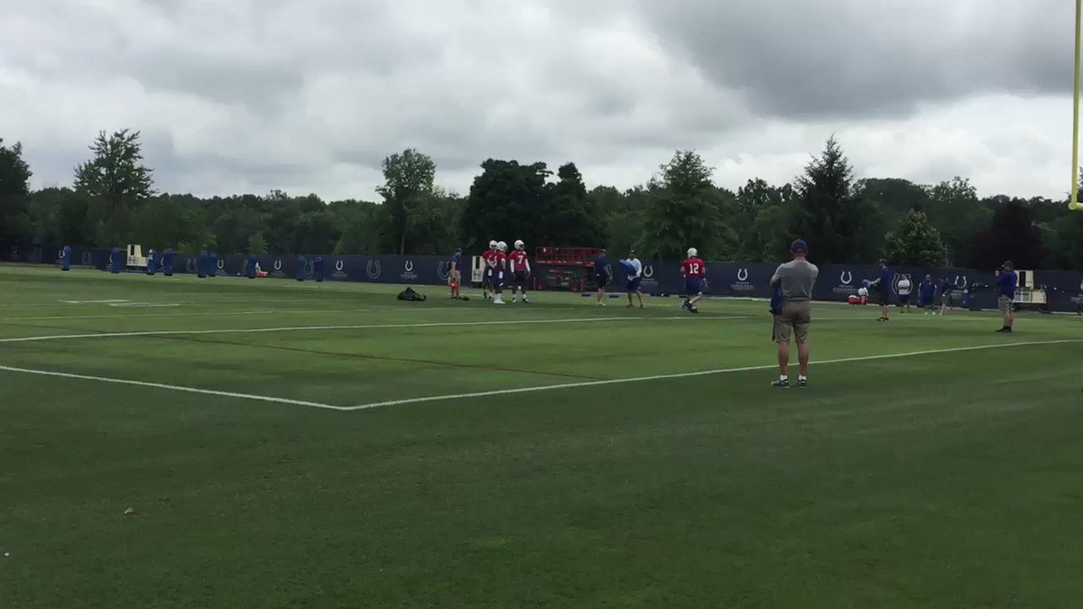 The day has come.  Andrew Luck is throwing NFL footballs again. https://t.co/B5JdUYLkA4