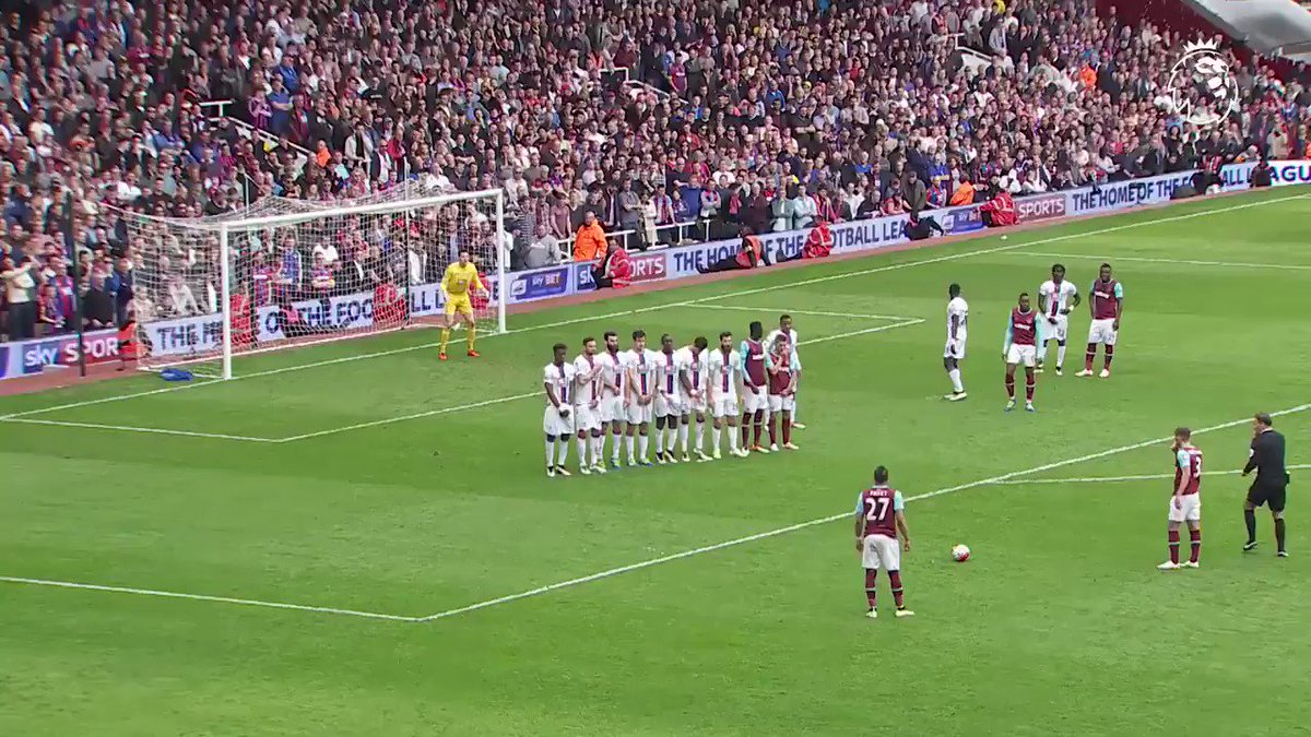 How about that for ����️  Unbelievable free-kick from @dimpayet17 #GoalOfTheDay https://t.co/7RIQS9oiYT