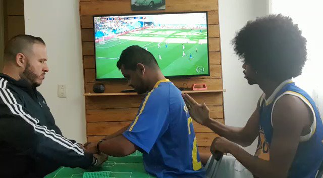 RT @LucasSposito_: A blind and deaf Brazilian fan celebrating Coutinho's goal today https://t.co/WWukFOdZW4