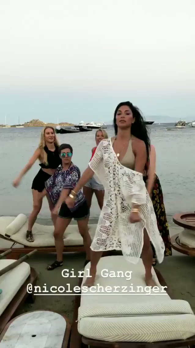 RT @Eduu_: Alô, @Anitta !!!! Já pode lançar paradinha remix feat @NicoleScherzy ???????? https://t.co/YkMKnNohRN
