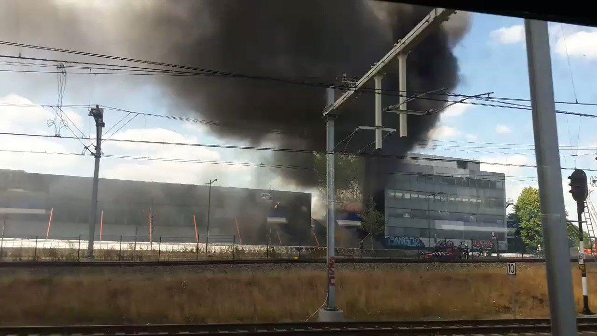 Brand Aan De Parallelweg In Den Bosch Oude Pand Van De Post Toch Ook Een Bermbrandje Erbij