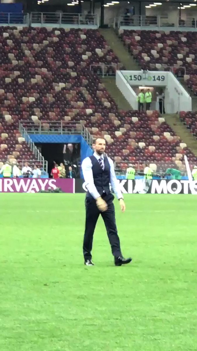 Incredible reception for @GarethSouthgate https://t.co/CO6l6Ly6ij