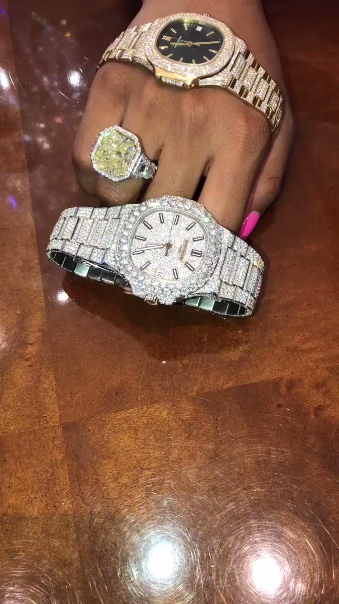 So, @moneyyaya you got 3 Patek Philippe's?!? You are only 18 years old! https://t.co/Onfyb50zZD