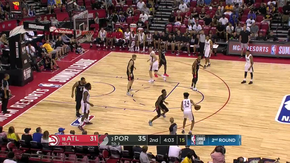 Anfernee Simons with the strong move to the rim!  #NBARooks in #NBASummer https://t.co/1wZ13SC48F