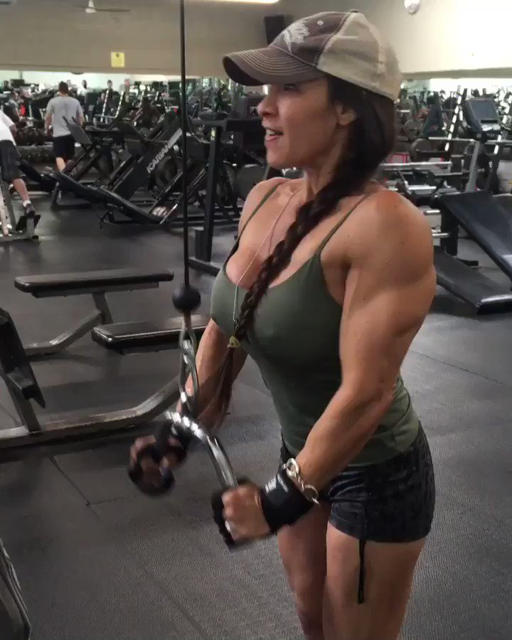 Arm training today 💪🏽 👊🏼💃🏽triceps pushdown #armworkout #fitness #missfit4life