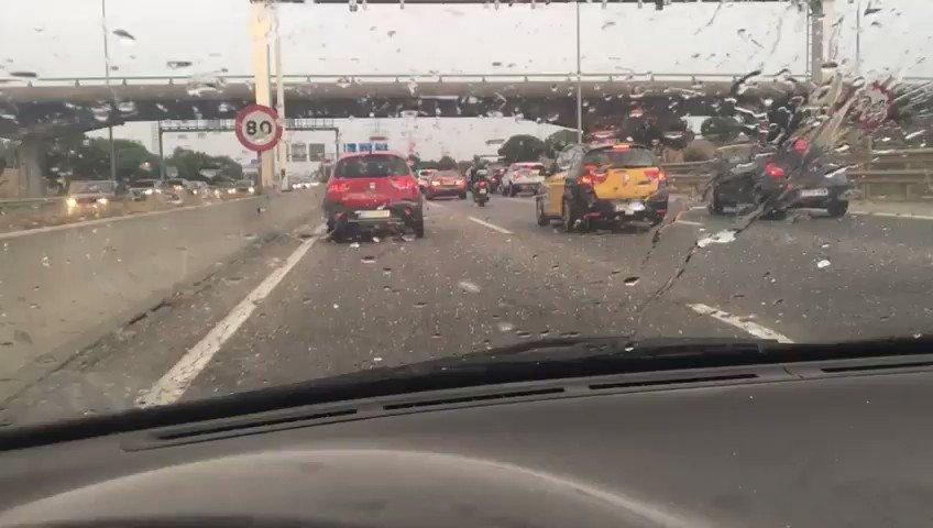 No veas las piedras del camino #Barcelona #lluviadeverano IscbSIr4dw