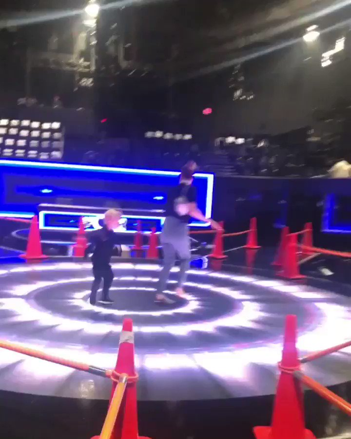 warming up the spins 4 tomorrow w my #axljack ???????????? #thefour https://t.co/sREKsW8S7X