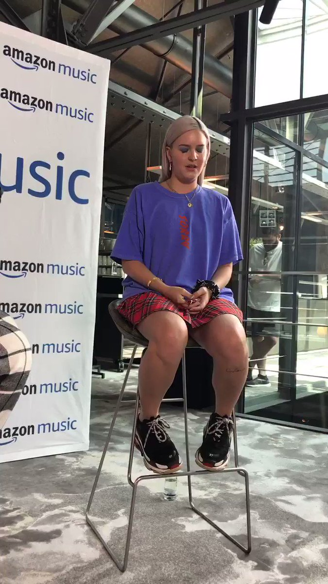 RT @hotdamnitsnat: she sang the new song! @AnneMarie so good to see you! ???? https://t.co/snVQ0ljUMT