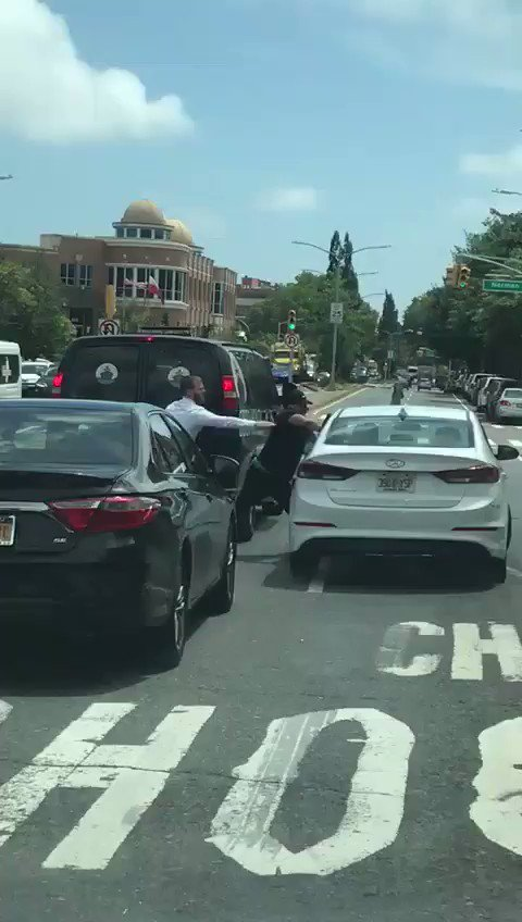 Les paso la maniobra qué hay que aprender en caso que te quieran robar en un semáforo... https://t.co/79GmvcYGtt